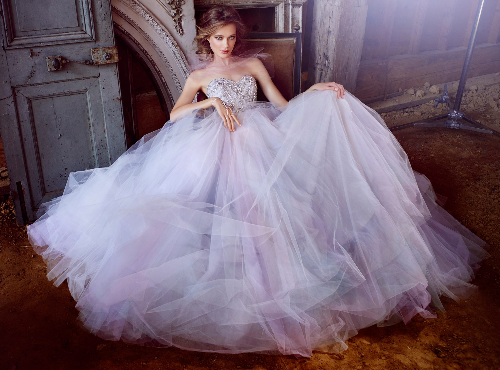 lazaro-bridal-tulle-ball-strapless-sweetheart-jeweled-chandelier-beaded-natural-chapel-3555_lg_lb