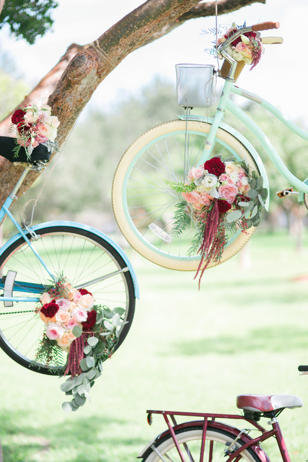 Ruffled - photo by Vanessa Velez Photography http://ruffledblog.com/whimsical-retro-inspired-wedding